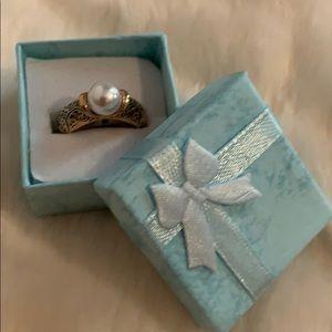 Make offer! Antiqued detailed 14K gold pearl ring